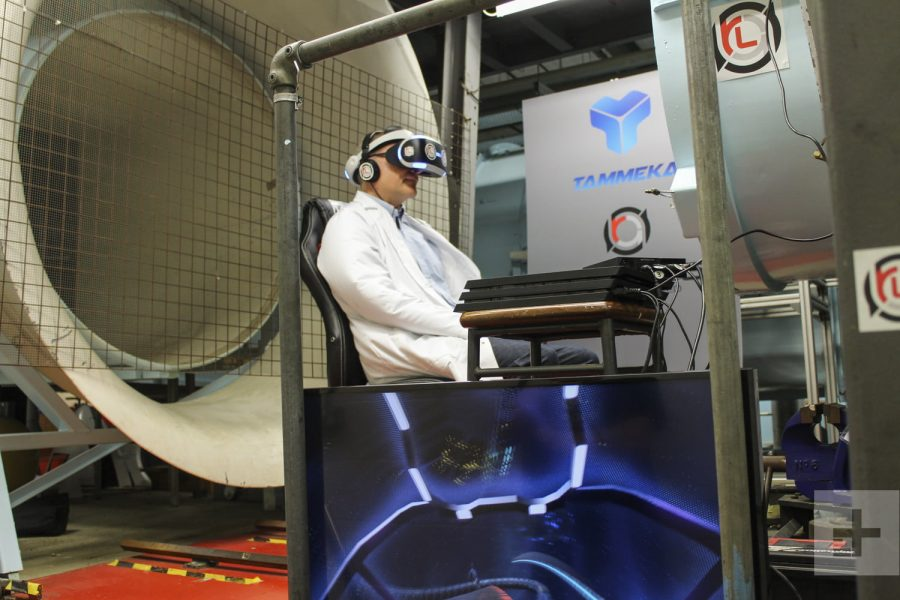 playing-vr-racer-radial-g-in-wind-tunnel-14776-1500x1000